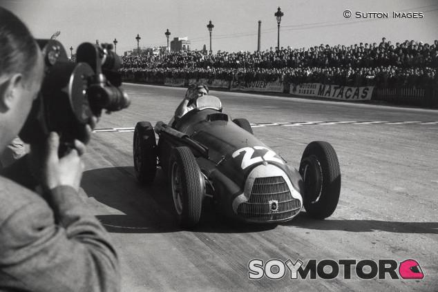 Homenaje a Fangio por el 70º aniversario de su primer título de F1  - SoyMotor.com