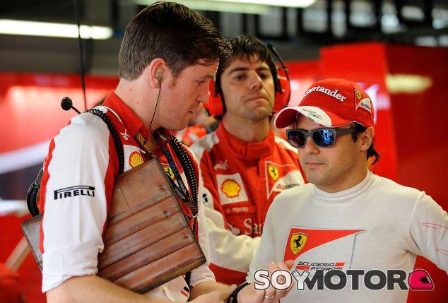 Felipe Massa en el box de Italia - LaF1