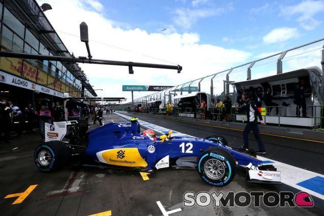 Felipe Nasr sale de boxes en el Albert Park - LaF1
