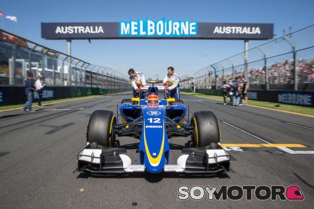 Felipe Nasr en la parrilla del Albert Park, en Melbourne - LaF1