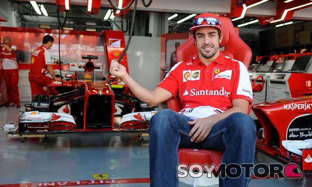 fernando Alonso hoy en Corea, delante del box de Ferrari - LaF1