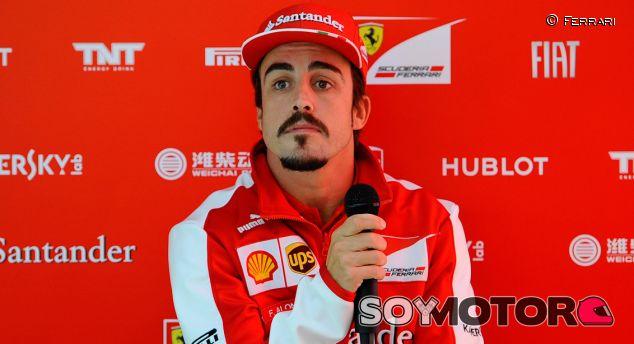 Fernando Alonso durante la rueda de prensa en Nürburgring