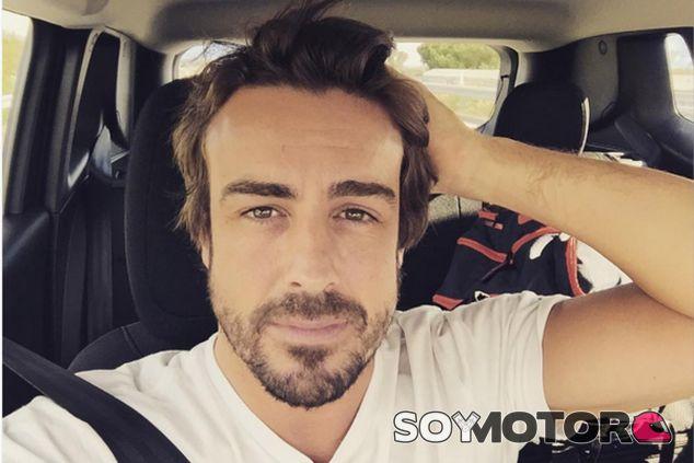 Alonso viaja a España para preparar su carrera de casa - LaF1