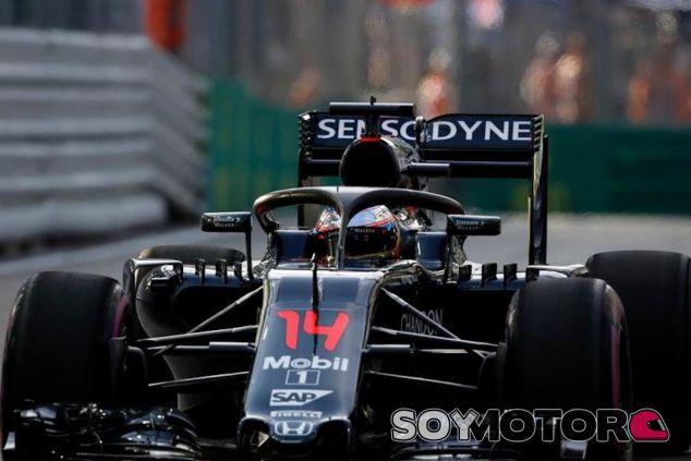 Fernando Alonso con el halo - LaF1