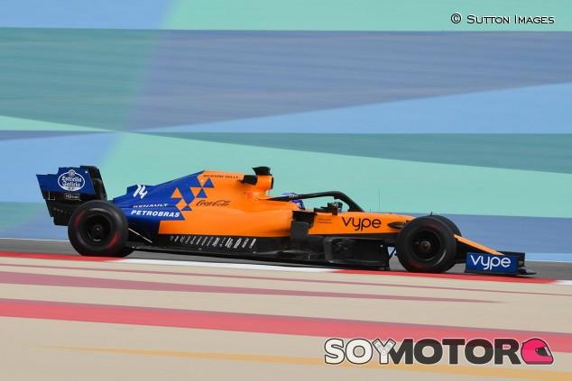 Fernando Alonso en los test postcarrera del GP de Baréin F1 2019 - SoyMotor