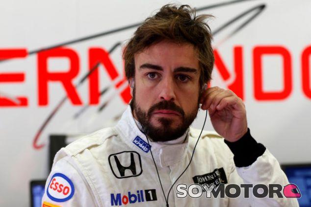 Fernando Alonso durante los test de pretemportada con McLaren - LaF1.es