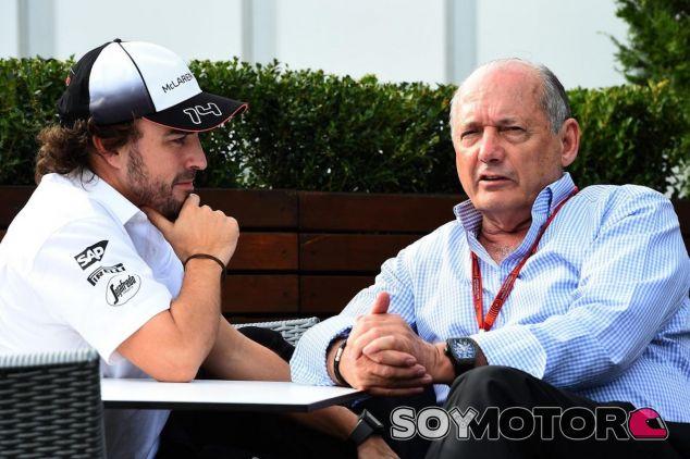 Ron Dennis charla con Fernando Alonso - LaF1