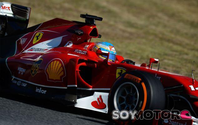 Fernando Alonso y su F14 T en Barcelona - LaF1