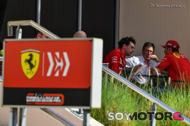 Ferrari estudia multas y sanciones disciplinarias para Vettel y Leclerc - SoyMotor.com