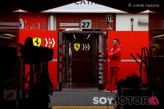 Leclerc pide tiempo para analizar y entender las órdenes de equipo - SoyMotor.com