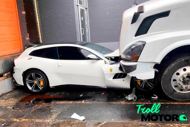 El Ferrari GTC4Lusso y el camión protagonistas de esta historia - SoyMotor.com