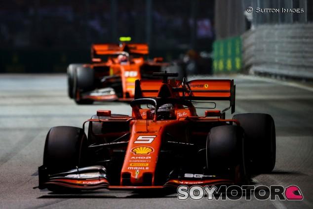 Sebastian Vettel y Charles Leclerc en el GP de Singapur 2019 - SoyMotor