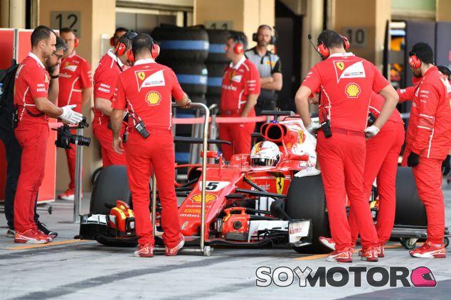 Vettel durante los test de Abu Dabi 2017 - SoyMotor.com