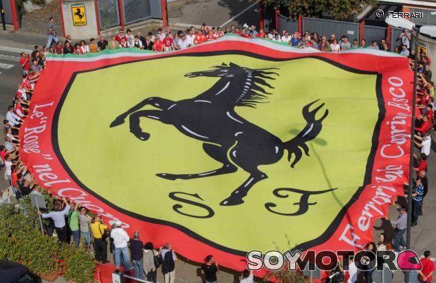 Los tifosi homenajean a Luca di Montezemolo - LaF1.es