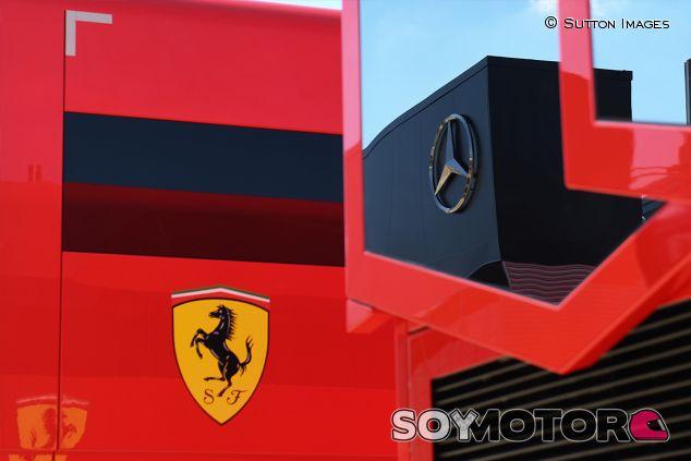 Motorhomes de Ferrari y Mercedes en Silverstone - SoyMotor.com