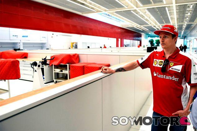 Kimi Räikkönen, ayer en la nueva factoría - LaF1