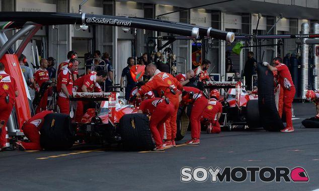 Los dos Ferrari durante el Gran Premio de Europa - LaF1