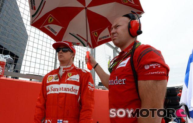 Kimi Räikkönen en la parrilla de salida de Silverstone - LaF1