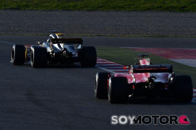 Renault y Ferrari en los tests del Circuit de Barcelona-Catalunya - SoyMotor