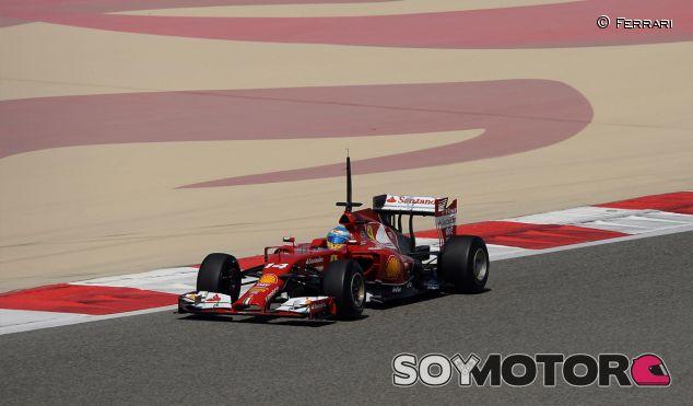 Fernando Alonso y su F14 T durante los test de Sakhir - LaF1