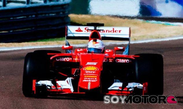 El Ferrari de Sebastian Vettel durante unos test esta temporada - LaF1