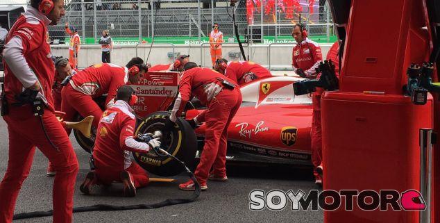 Cambio de neumáticos en Ferrari - LaF1