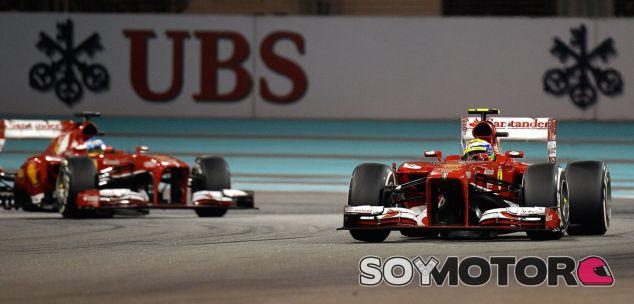 Felipe Massa y Fernando Alonso en carrera