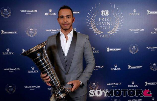 Lewis Hamilton en la gala de la FIA - LaF1