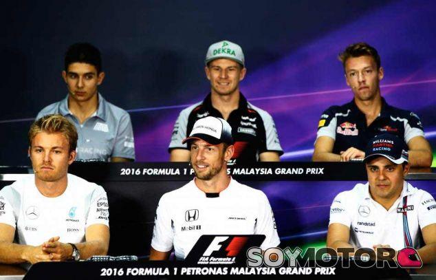 Los seis pilotos que han participado en la primera rueda de prensa de la FIA - LaF1