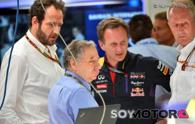 Jean Todt conversando con Christian Horner y Helmut Marko, de Red Bull - LaF1