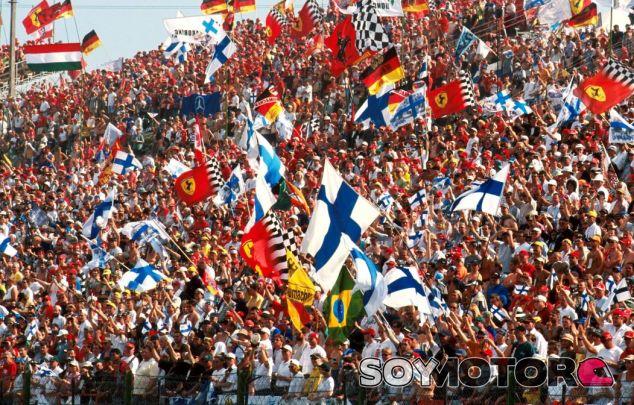 Banderas finlandesas - SoyMotor