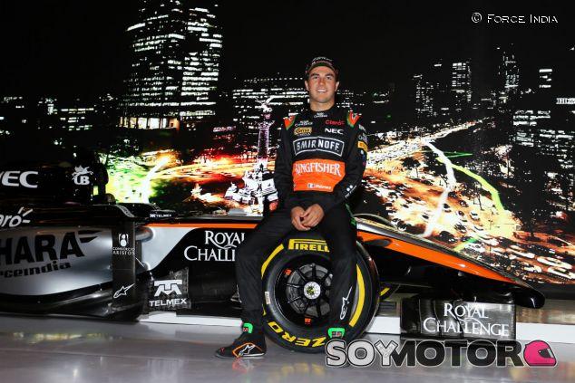 Sergio Pérez durante la presentación de los colores de Force India  para 2015 - LaF1