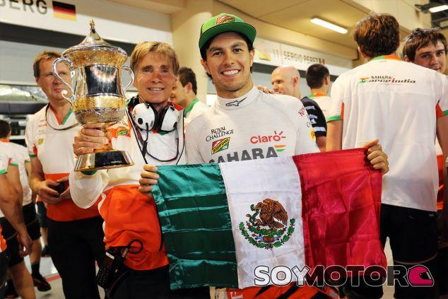 Sergio Pérez festeja su podio en el Gran Premio de Baréin - LaF1