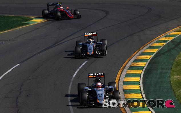 Los dos Force India rodando por delante del McLaren de Button - LaF1.es
