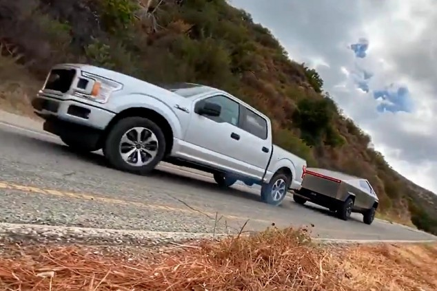 Tesla Cybertruck arrastra al Ford F-150 - SoyMotor.com