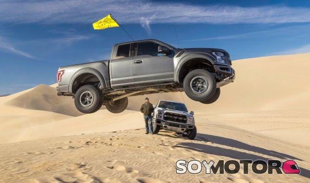 Ni el desierto puede frenar a Ken Block y su F-150 Raptor - SoyMotor.com