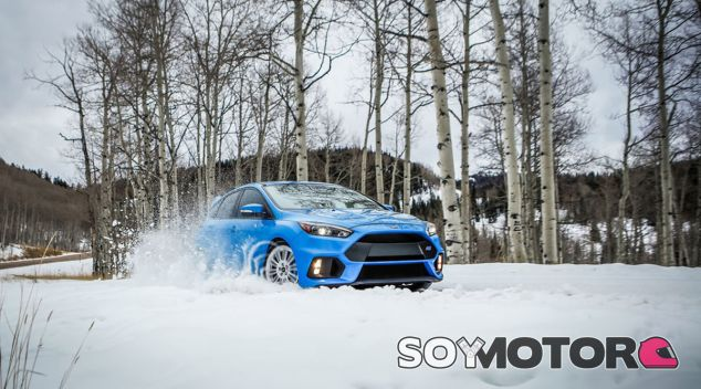 El Ford Focus RS presume sobre la nieve de este pack invernal - SoyMotor