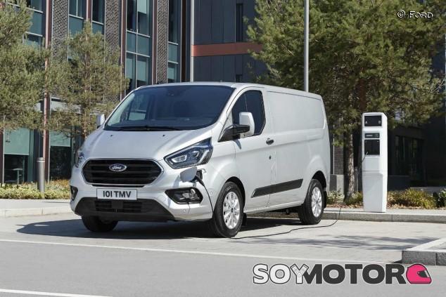 Ford Transit Custom Plug-in Hybrid: el profesional verde - SoyMotor.com
