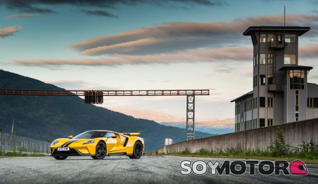 El Ford GT ha dejado su sello en el espectaucular litoral noruego y en el Circuito del Círculo Ártico - SoyMotor