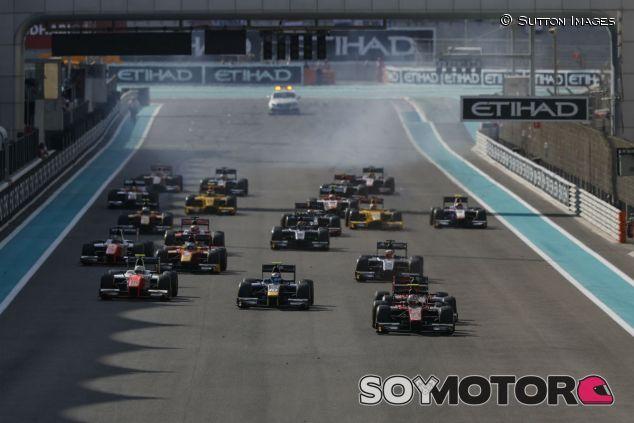 Salida de la carrera de Fórmula 2 en Abu Dabi - SoyMotor.com