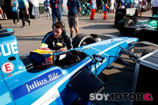 Sébastien Buemi en la previa a una carrera de Fórmula E - SoyMotor.com