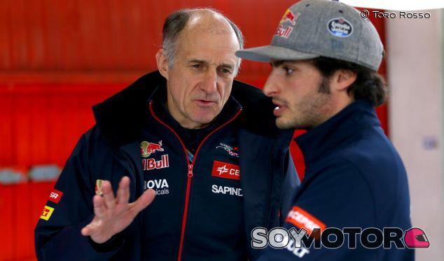Franz Tost charla con Carlos Sainz Jr. - LaF1.es