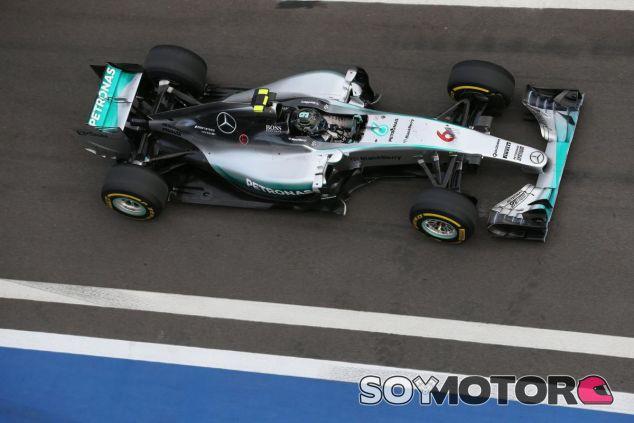 Rosberg fue el más rápido del viernes con el Mercedes - LaF1