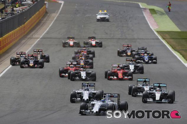 Salida del GP de Gran Bretaña 2015 - LaF1.es