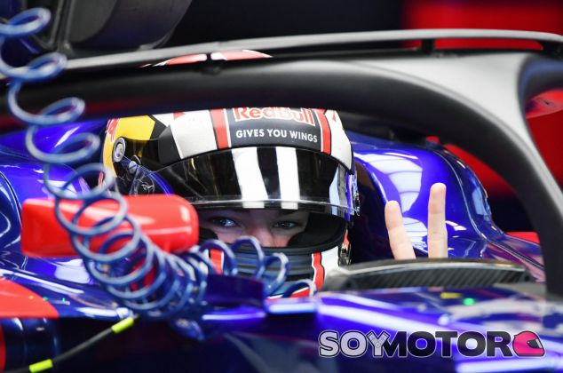 Pierre Gasly durante los tests de Abu Dabi 2017 - SoyMotor.com