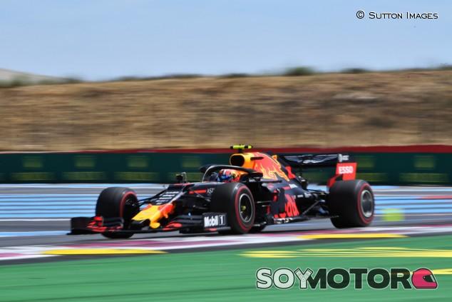 """Red Bull buscará """"defectos invisibles"""" en el coche de Gasly - SoyMotor.com"""