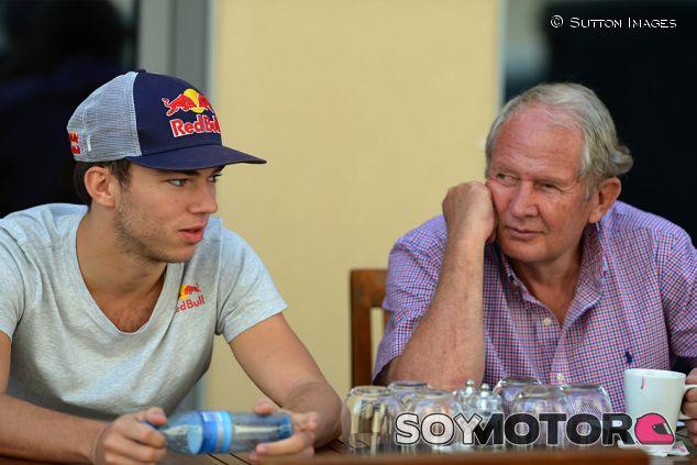 Pierre Gasly y Helmut Marko - SoyMotor.com