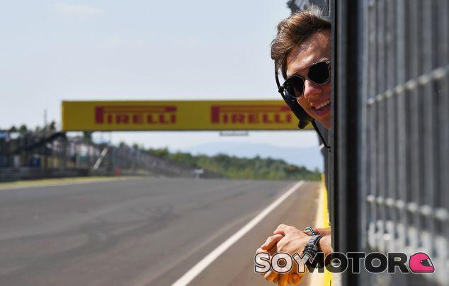 Pierre Gasly observa de cerca los F1 - SoyMotor