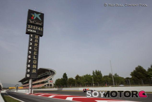 En Red Bull pueden perder la carrera contra el tiempo y no llegar a la primera semana de Barcelona - LaF1