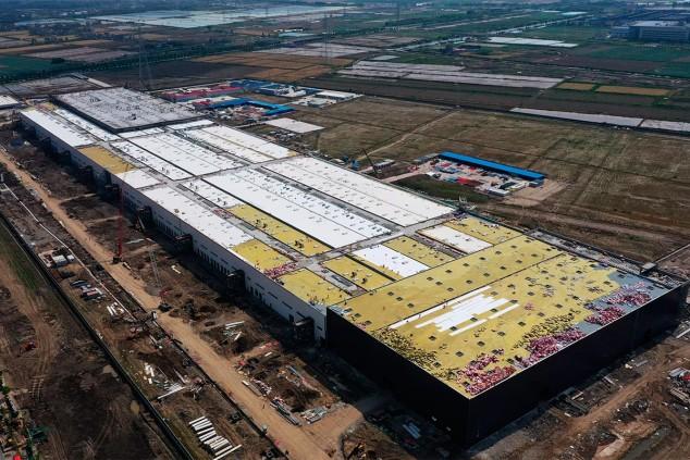 Gigafactoría de Tesla en China durante su construcción - SoyMotor.com